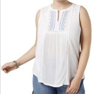White top with slit neck embroidery